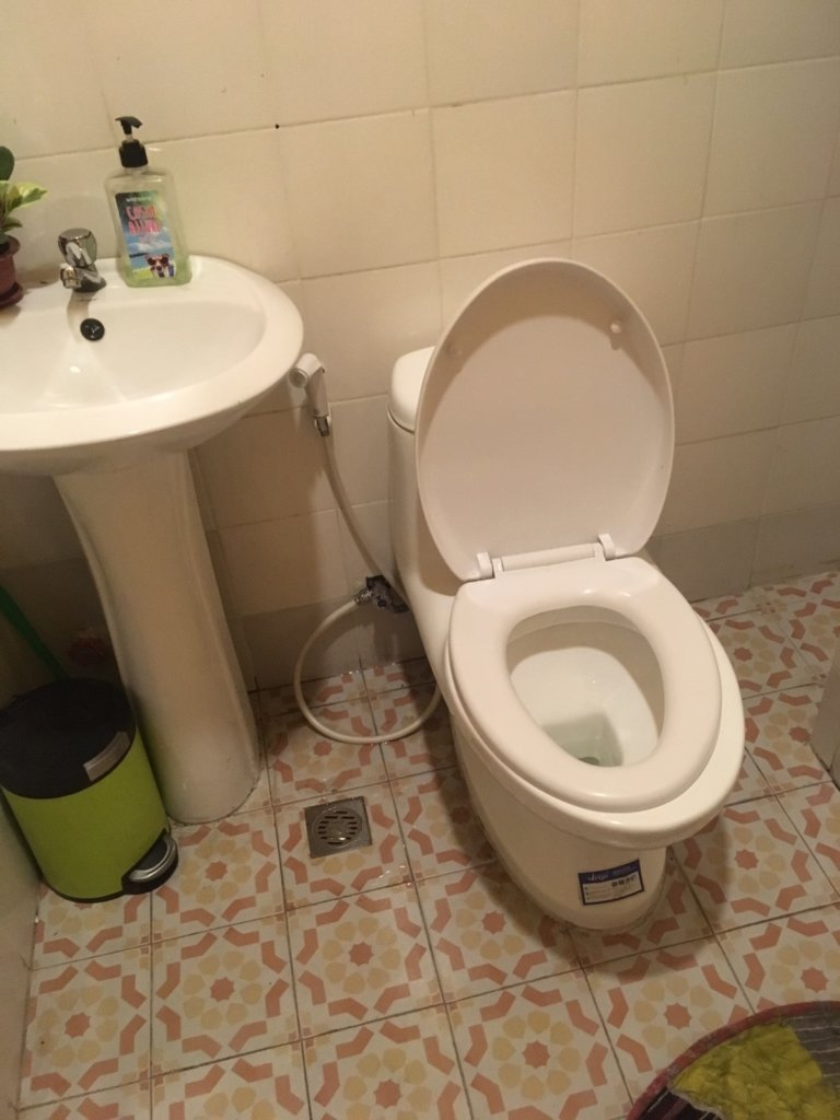 rubia hotel restaurant in Baguio toilet