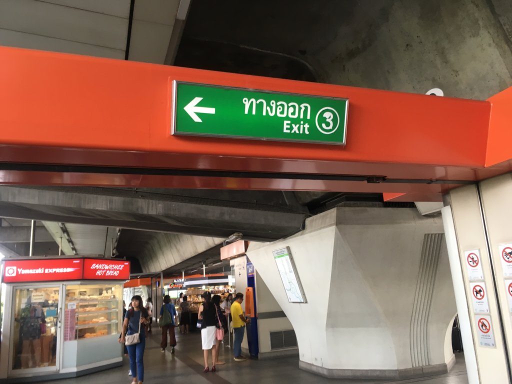 From Bangkok to dong mueang airport by BTS and bus