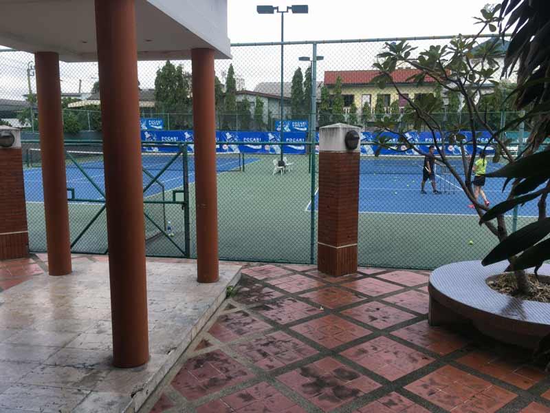 バンコク スピンアンドスライステニスコート