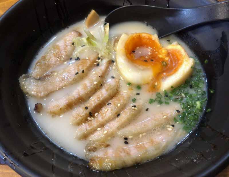 オランジ豚骨ラーメン