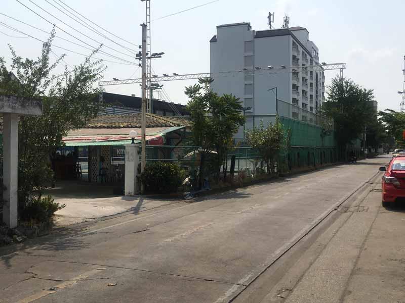 オンヌット駅近くのフィットネスジム