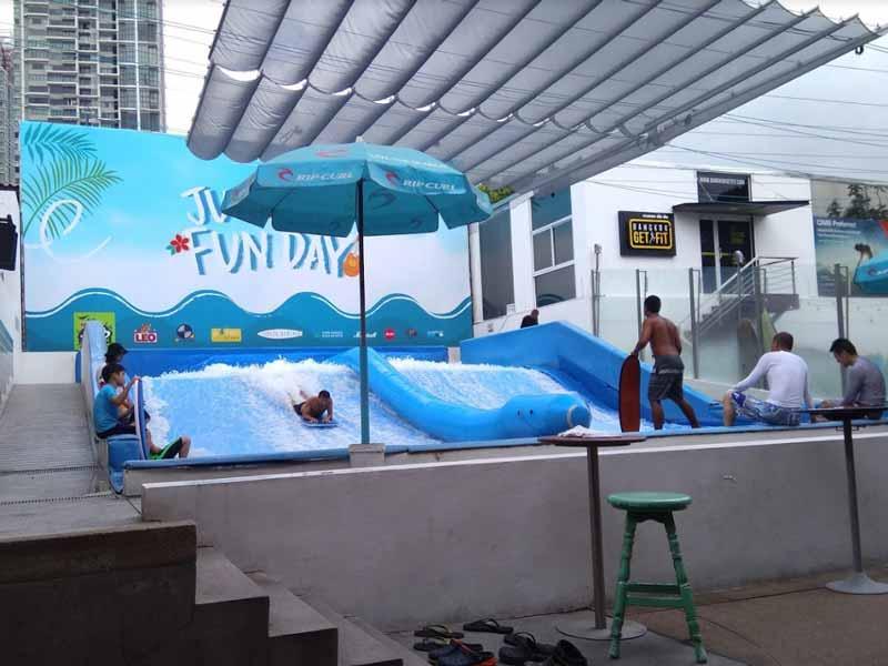 バンコクでサーフィン