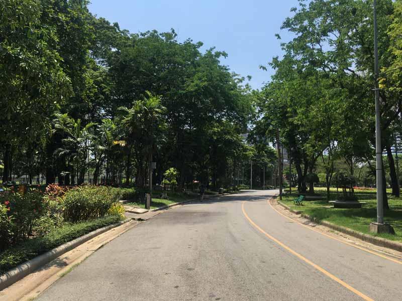 ルンピニー公園入口付近