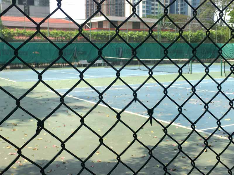 シーナカリン大学構内テニスコート