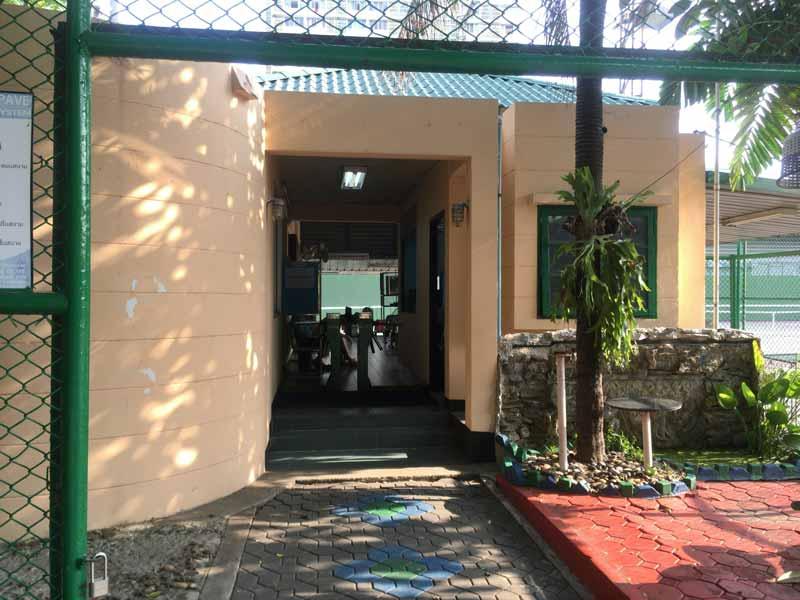 テニスコート入口