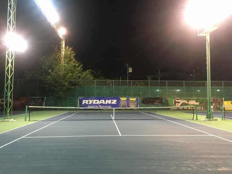 シモーテニスクラブの夜間照明
