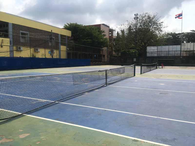 ウドムスックのテニスコート