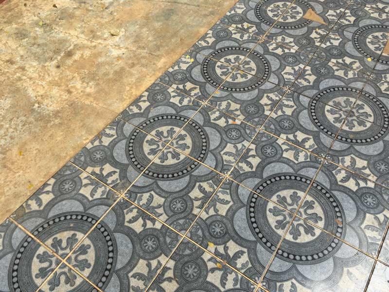 コーグン洞窟寺院の床
