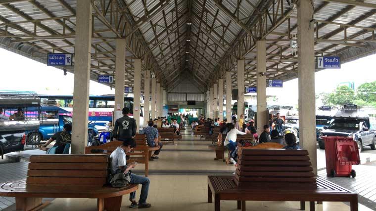 メーソートのバスターミナル