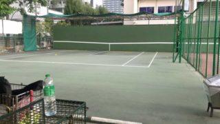 大学のテニスコート