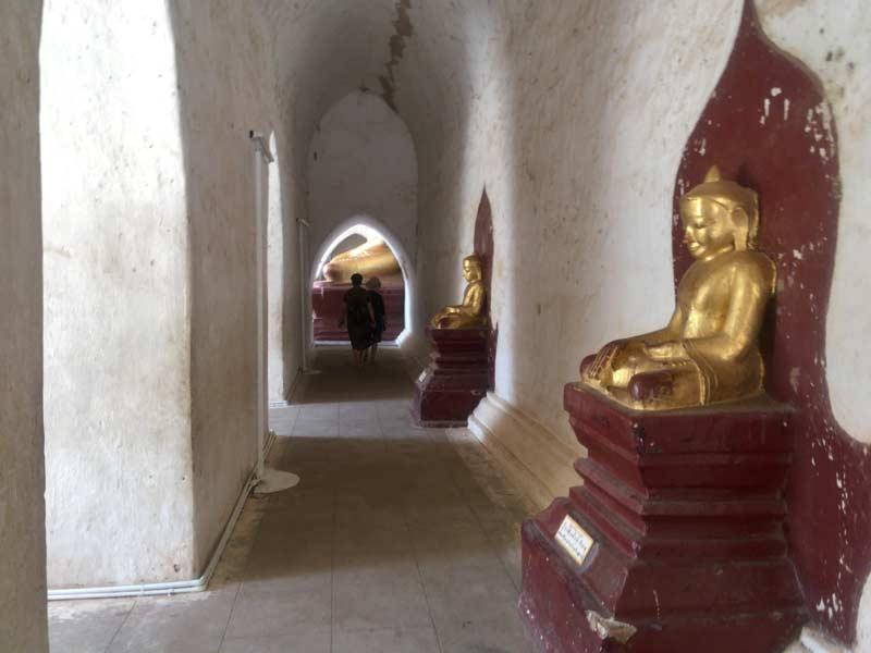 タビニュ寺院内部