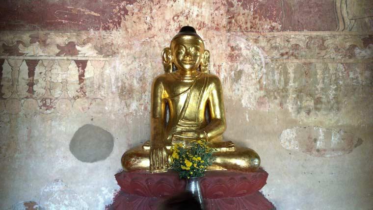 バガン観光での仏像