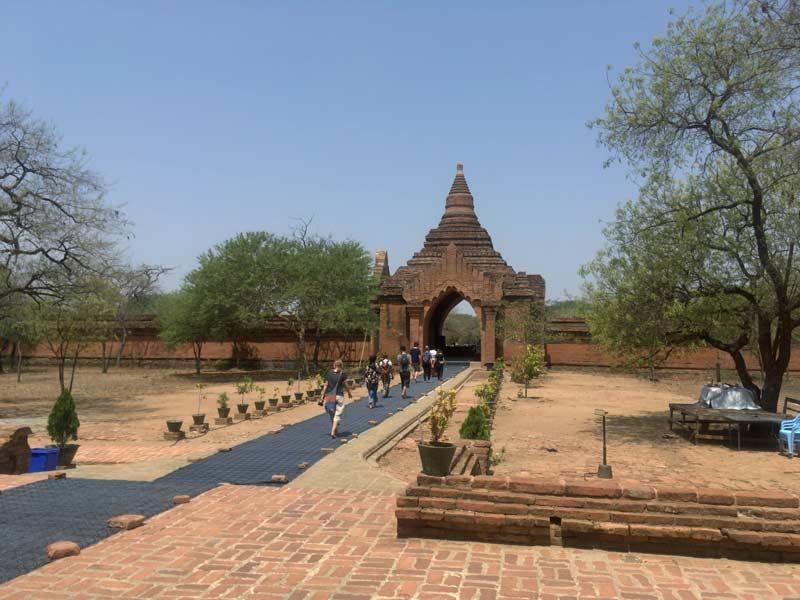 スラマニ寺院入口