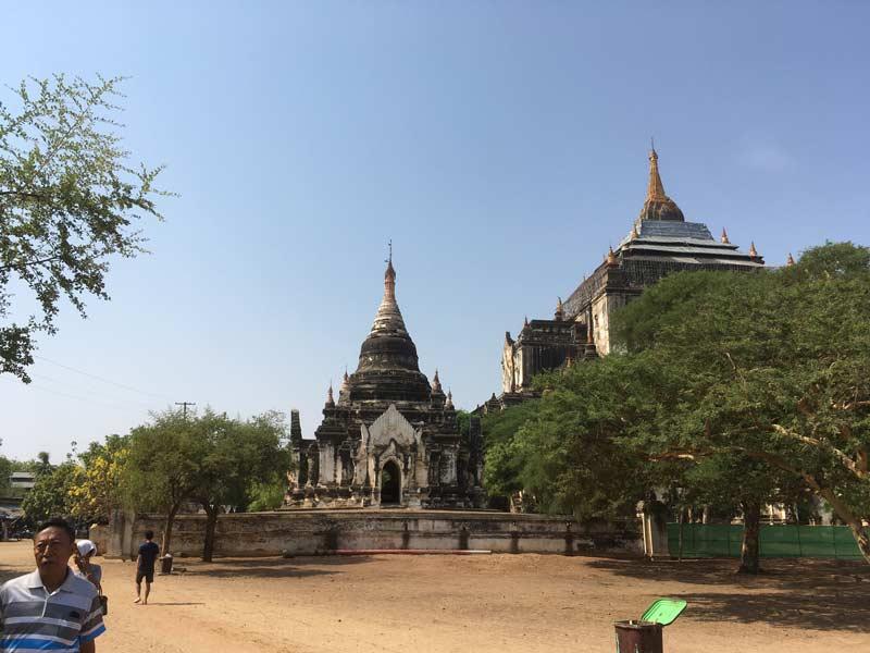 タビニュ寺院入口