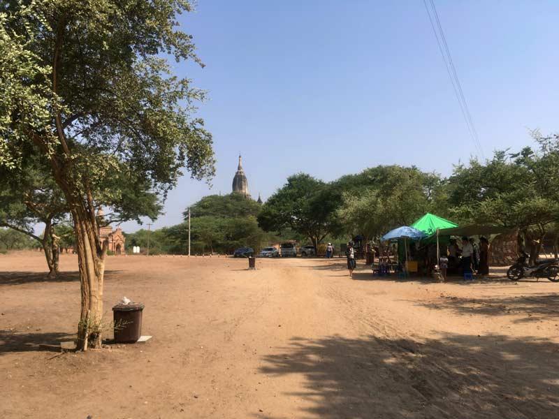 タビニュ寺院駐車場