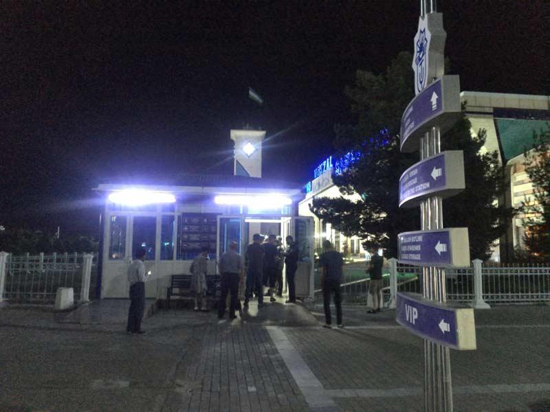 夜のサマルカンド駅