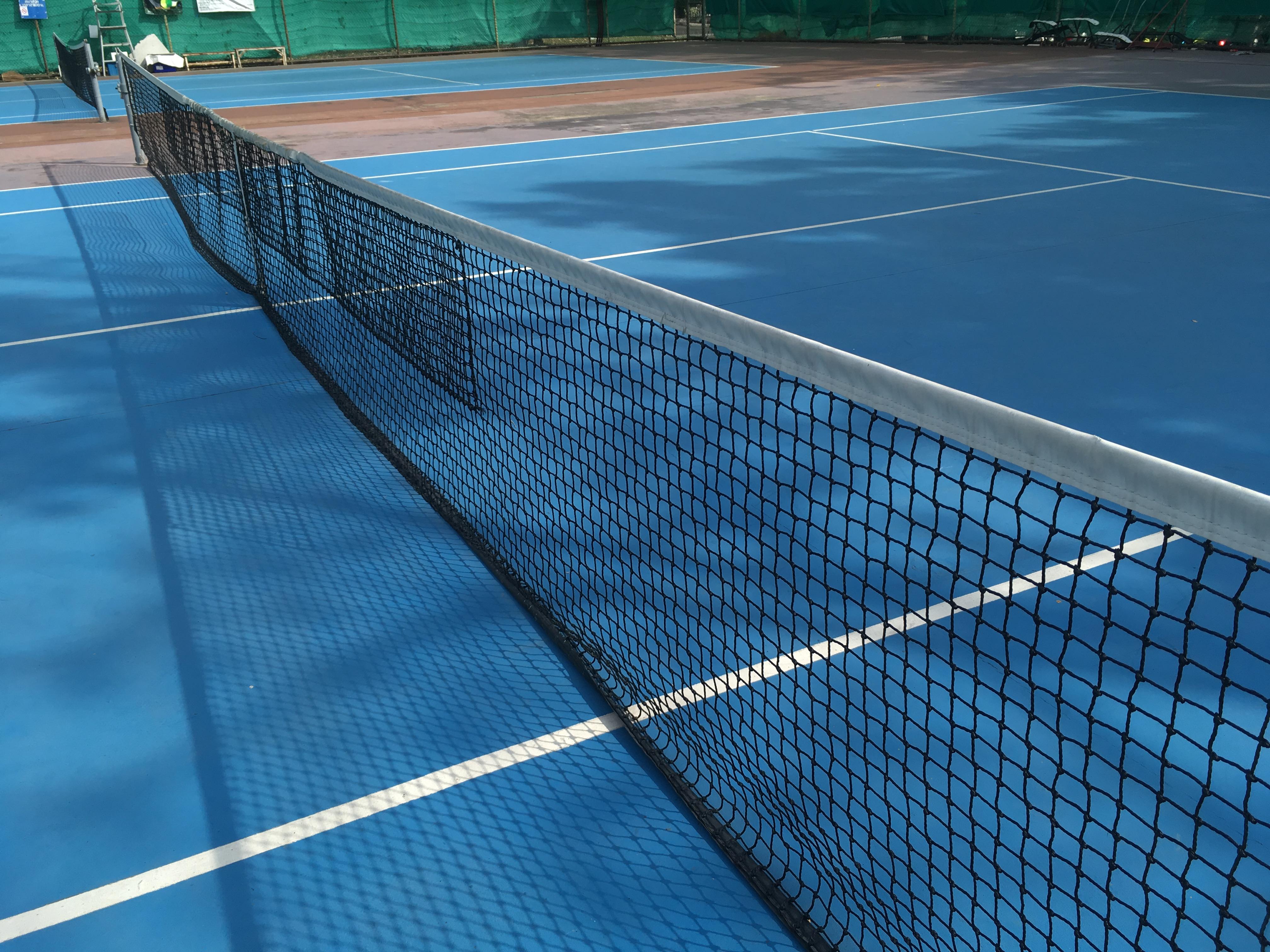 ari駅のテニスコート
