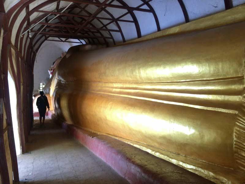 マヌーハ寺院の寝釈迦