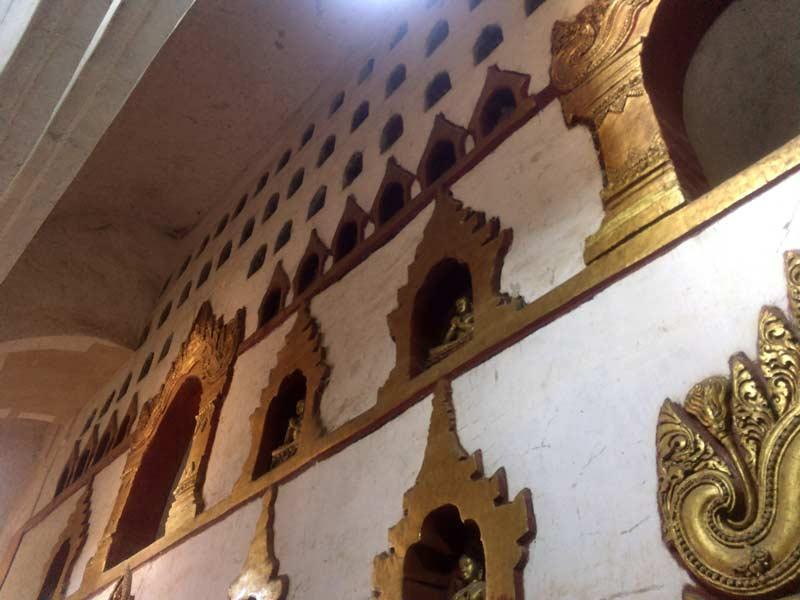 アーナンダ寺院内部
