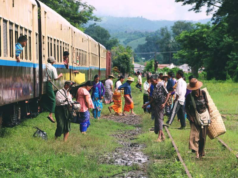 ヤンゴンからバガンへの鉄道
