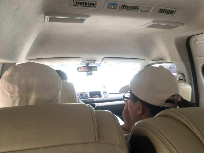 ツアーバス車内