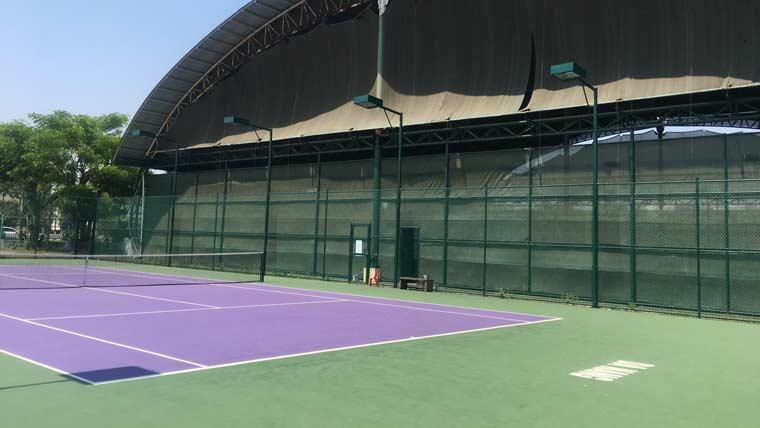 ダナンの巨大テニスコート