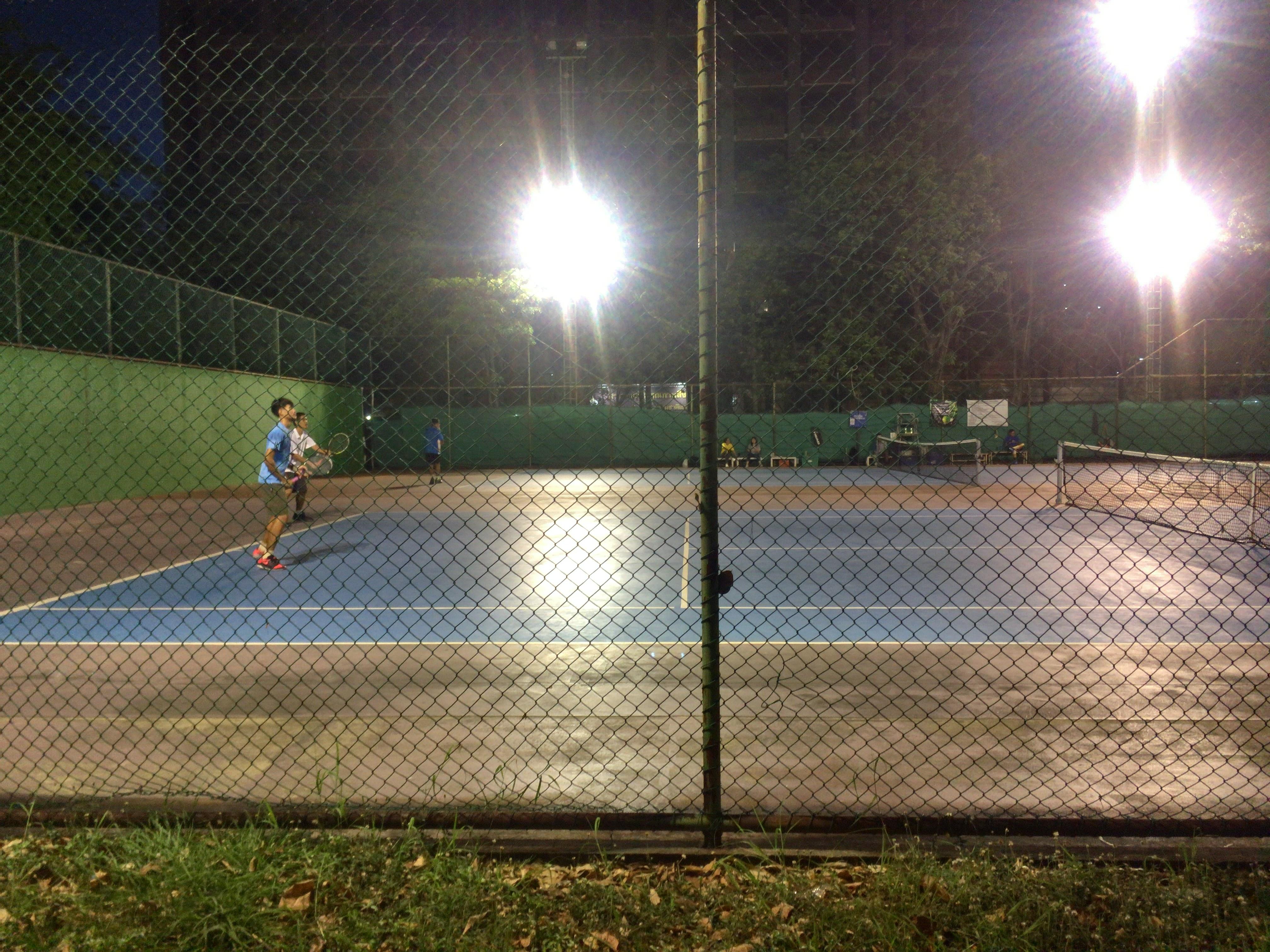 夜のariテニスコート
