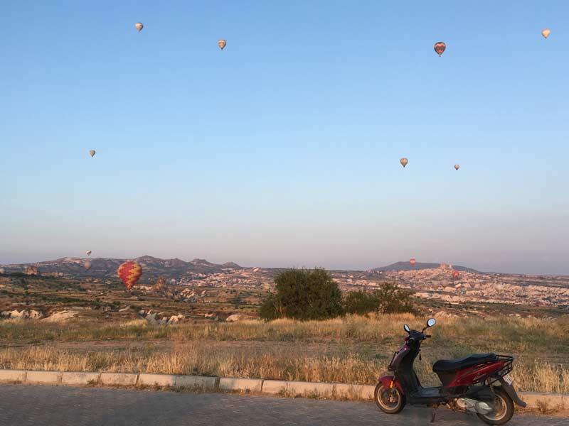 カッパドキア熱気球と朝日