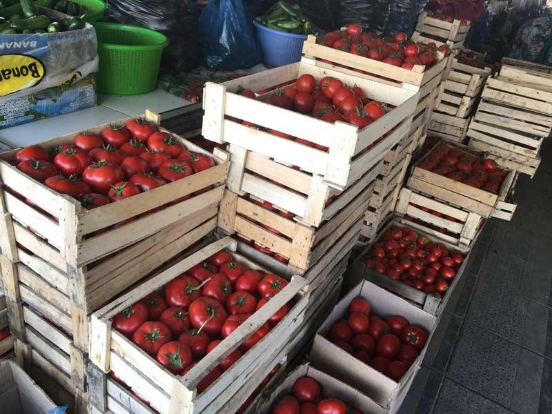 チョルス-バザールのトマト