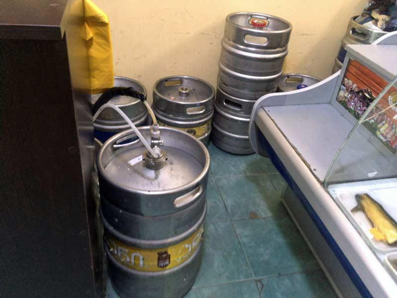 トビリシのビール量り売り