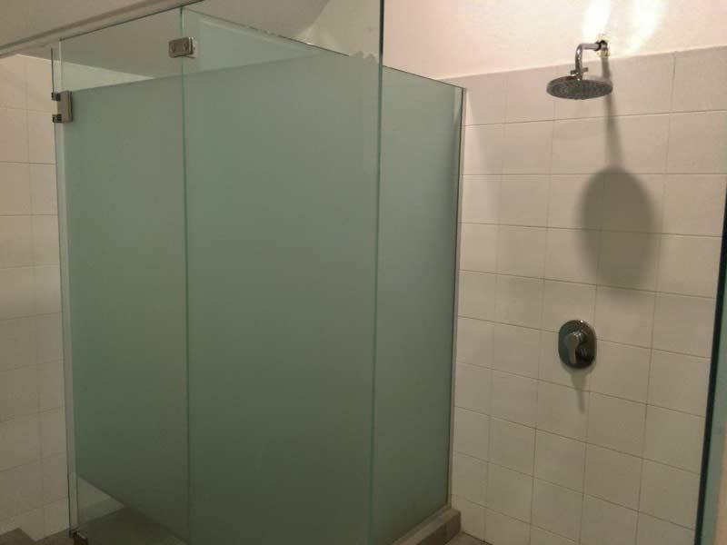 シャワー&ロッカー