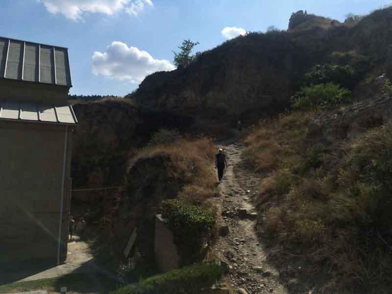 ナリカラ砦の奥の上り坂