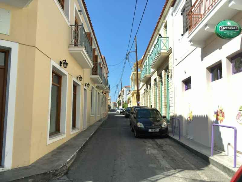 エギナ島町の様子