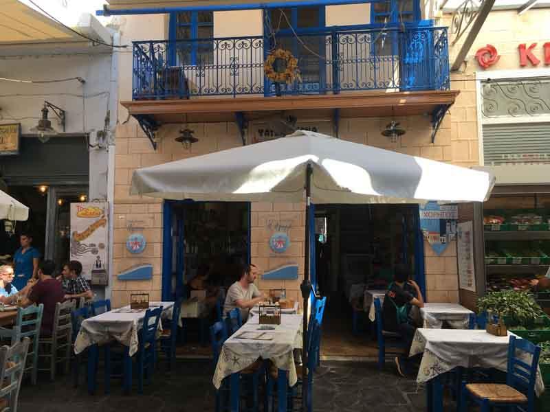 エギナ市場横にあるレストラン