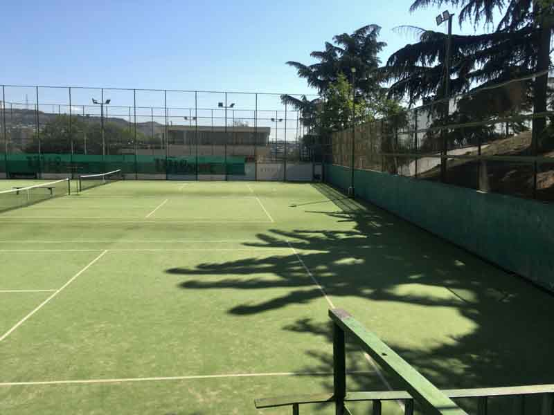 ヴェラ公園のテニスコート