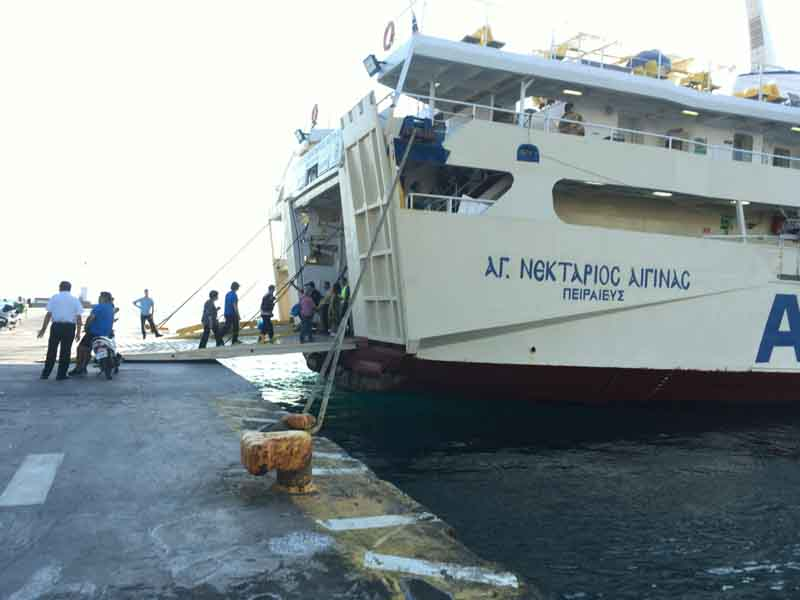 エギナ島船の乗船