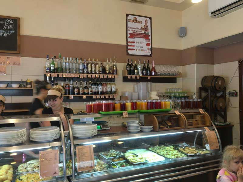 リヴィウの大衆食堂店内