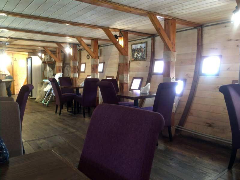 船のレストラン