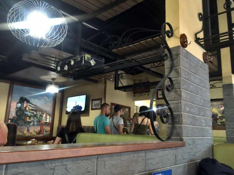 リヴィウ駅近くのレストラン