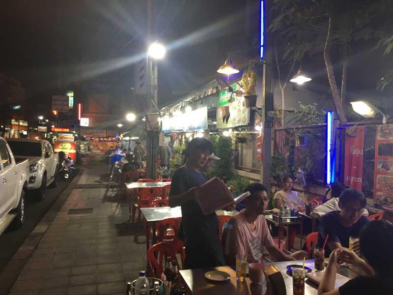 路上のレストラン