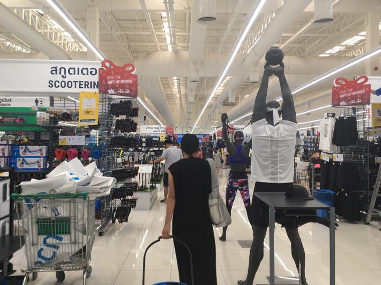 バンコクのスポーツ用品店Decathlon