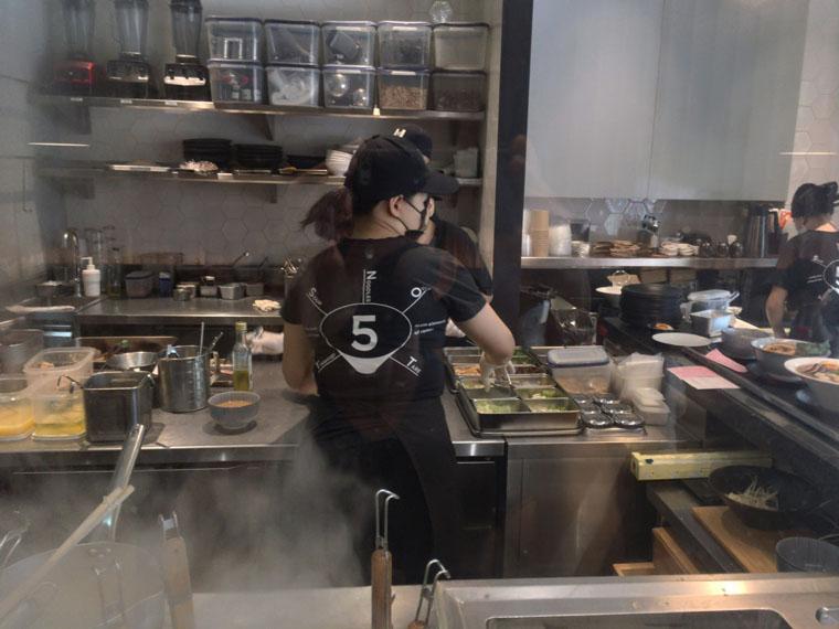 バンコクの麺庄